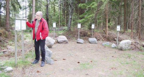 STEINPARKEN: Dette er et en mange interessante stoppesteder langs den fem kilometer lange Alfred Gustafsons sti. Eivind Molde beskriver turen i boka «Fotturer i Oslomarka», der Follo også er med. ALLE FOTO: Mette Kvitle