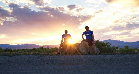 TØFF FEIRING: Kristoffer Sindre Vittersø og Øystein Liverød sykler USA på tvers for å feire at de er ferdig med studiene.