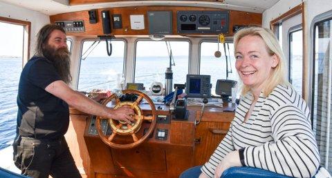 FERGEDRIFT: ekteparet Janne og Jan Erik Weel Johansen driver Helgeroafergene og er selv fastboende på Stokkøya mellom Arøya og Helgeroa.