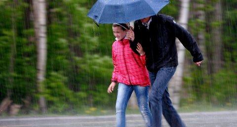 EKSTREMNEDBØR: Været blir varmere, våtere og villere. Styrtregn dukker opp i forbindelse med tordenvær i juli og august.