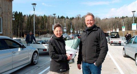 OVERTAR: RiG-leder Anne Berit Steinseth og avdelingsleder Erik Høines under åpningen av den nye gjenvinningsstasjonen i Pasadalen i fjor. RiG anslår at overtakelsen vil gi økte driftskostnader på 1 million kroner i budsjettåret 2020. – Men til gjengjeld så slipper vi å betale Bilfinger for deres tjenester når kontrakten utløper, sier Steinseth.