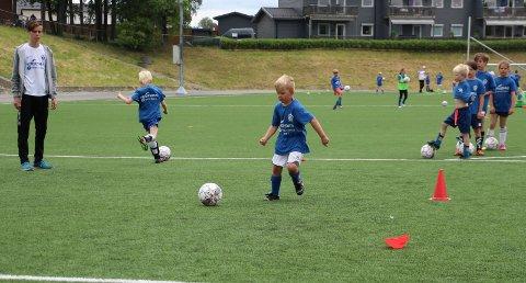 FOTBALLSKOLE: Norgeshus Bjørnstad Bygg og RIF arrangerer fotballskole tre hele dager til ende. Arkivfoto