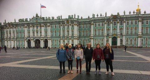Gruppen fra Rødøy la inn ei overnatting i St. Petersburg og fikk med seg omvisning på Vinterpalasset.