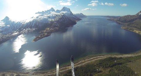 Med ski på beina ble det en uforglemmelig flytur ned til Tjongsfjorden.
