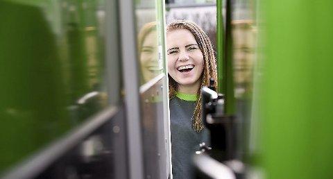 Utdanning: Ida Moen fra Brumunddal stortrives som sjåførlærling i Bring.
