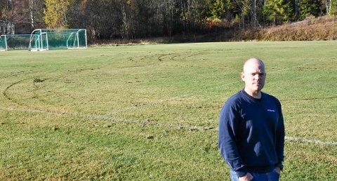VIL ANMELDE: Tom Marius Aamodt i Næroset IL sier han har fått troverdige tips om hvem som ødela fotballbanen på Brufoss.