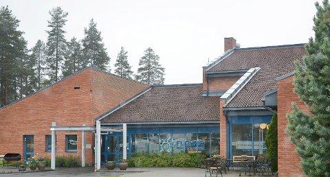 STRENGT: Av smittevernhensyn er det kun innbyggere i Modum kommune som kan besøke svømmehallen på Furumo for tiden.