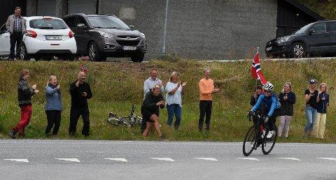 KNALLINNSATS: Kristine Nymoen fra Austbygde både svømte, syklet og løp for harde livet på lørdag under Norseman. Noen total seier ble det ikke på den lokale jenta, men innsatsen skal det ikke stå på.