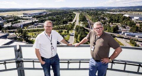 Hold dronene godt unna flyplassen! – Trafikkavviklingen på Oslo Lufthavn må komme først, understreker Johan Steinkjer og Fred Arild Norum i Avinor. Foto: Tom Gustavsen