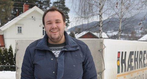 Trafikklærer Dag Kristian Moen Hæhre møter stadig voksne sjåfører som ikke vet hva veiskiltene står for.