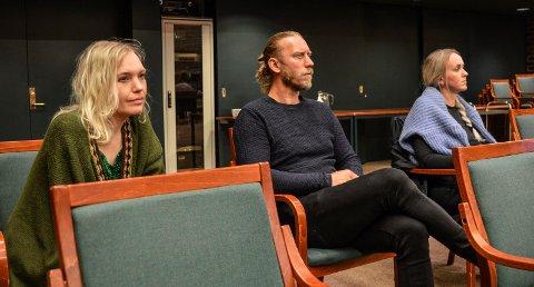 TILHØRERE: Varslerne (f.v.) Hanne Westrum Hvammen, Marius Andersen og Heidi Follett kom sammen til formannskapsmøtet tirsdag.