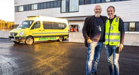 Første pasienter: Mandag tok sykehusdirektør - her sammen med sjef for prehospital avdeling, Bo Skauen, imot de første pasientene på Kalnes.foto: tobias nordli