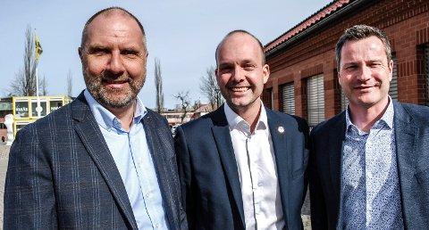 ATTRAKTIV BY: Sarpsborg er blitt en mer attraktiv by, både for næringsliv og bosetting. Det er næringsrådgiver Thomas Engh, ordfører Sindre Martinsen-Evje og leder i Sarpsborg Næringsforening, Morgan Pettersen, veldig fornøyde med.