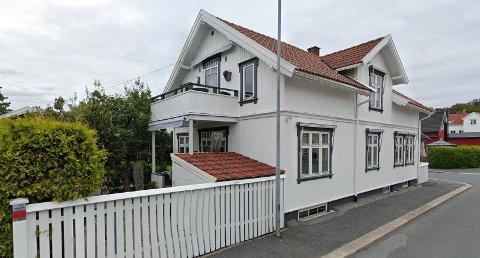 Skolegata 77 er en av 209 solgte eiendommer i Sarpsborg i april.