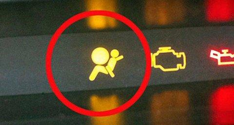 Hvis air bag-lampen begynner å lyse, kan det være fare på ferde. (Foto: broom.no/ANB)