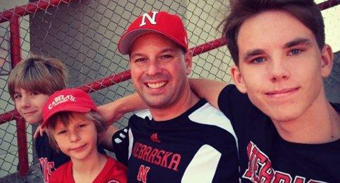 Kristian Ingelstad (i front) sammen med sin vertsfamilie i USA. Foto Privat