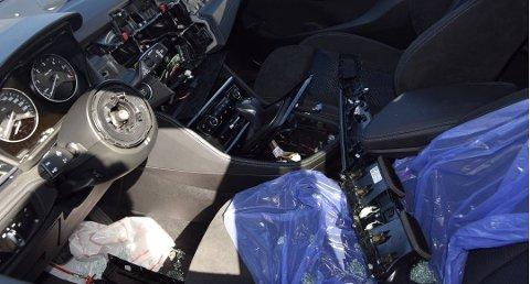 Tyvene knuser ruter, og tar med seg blant annet ratt og navigasjonsutstyr. På Østlandet har over 200 biler blitt rammet. Bildet er fra et tidligere innbrudd.