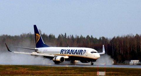 Fra og med i sommer vil du ikke bli belastet ekstra om du ikke har forhåndsbetalt for insjekket bagasje hos Ryanair. (Foto: Arkivfoto/Olaf Akselsen)