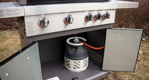 Oppbevarer du gassbeholderen under grillen ved bruk? Det kan gi deg en lite hyggelig overraskelse.