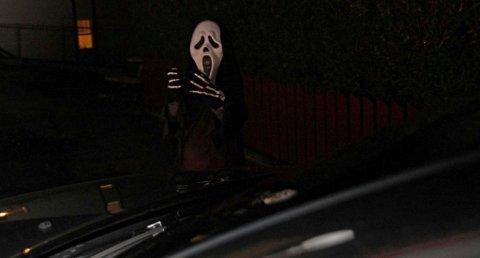 I mørke Halloween-kostymer er man ikke veldig synlig uten refleks. Foto: Pressebilde/ANB