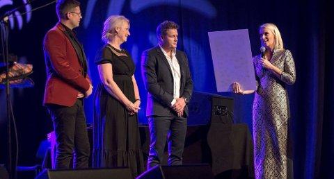 - HELT VANVITTIG: Katrine Bakke (t.h) er stålende fornøyd med resultatet etter helgens veldedighetshappening i Ibsenhuset. Foto: Per Åge Eriksen