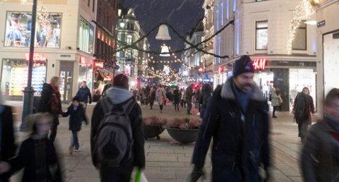 12 prosent av norske menn starter ikke juleshoppingen før den siste uka før jul, ifølge en undersøkelse fra SpareBank 1. Foto: Terje Pedersen (NTB scanpix)