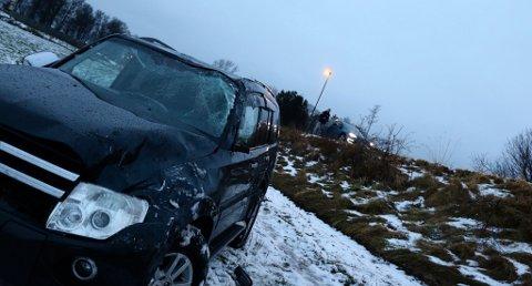 En bil kjørte av veien i Skien, onsdag morgen. Foto: Theo Aasland Valen