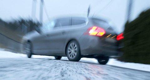 Underkjølt regn gir ekstremt vanskelige kjøreforhold. Veien blir som en skøytebane. Foto: NTB scanpix/ANB