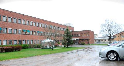 VURDERE PÅ NYTT: Det nye sykehjemmet i Kverndalen skulle erstatte plassene på Gjerpen sykehjem, men nå vil politikerne ha vurdert muligheten for videre bruk på deler eller hele tomta.
