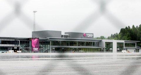 LANG VEI: Noen får seg en overraskelse når de skal til Oslo etter å ha landet på Torp Sandefjord lufthavn. (Foto: Arkivbilde)