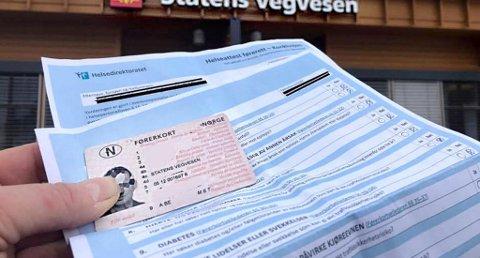 Ifølge de nye førerkortforskriftene må førerkort utstedt før 1. april 1979 byttes til nytt førerkort før 1. januar 2020. (Foto: Amta.no/ANB)