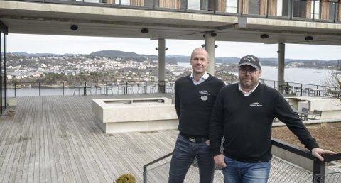 Jørre Kjemperud og Frode Ellefsen er fornøyde med driften av Kragerø Resort.