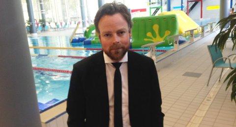 I FRONT: Kunnskapsminister Torbjørn Røe Isaksen har ledet an i Kunnskapsdepartementets oppdatering av blant annet svømmeundervisning. Her i Skien fritidspark.