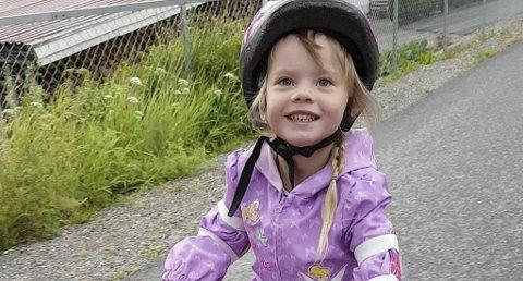 MINNES: Lille Axelia minnes av mange i den spontane hjelpeaksjonen for familien. Bildet gjengis med tillatelse av familien.