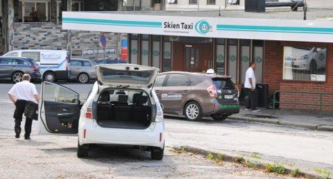 SAVNER STASJON: El-taxiene til Skien Taxi må hurtiglade i Porsgrunn. Nå ønsker de seg en hurtiglader også i Skien.