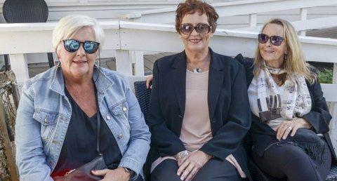 FANTASTISK MORO: Linge Sten Rowlands, Jorunn Larsen og Anne-Grethe Krogh strålte etter å ha deltatt på kjendismiddag.