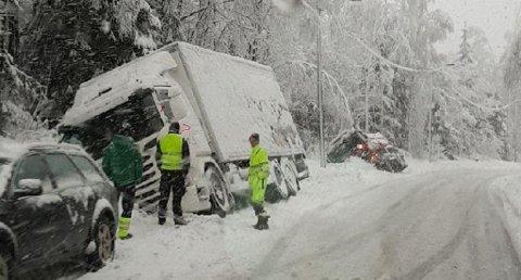 Bjørntvedtvegen over Klyve i Skien er stengt inntil videre. Foto: TA-tipser