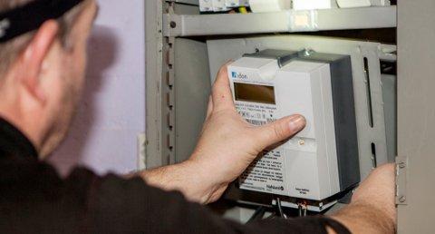 Dersom fastlegen skriver ut en attest som sier at pasienten har plager som skyldes en automatisk strømmåler, vil det være i strid med helsepersonelloven, konkluderer Helsedirektoratet. Foto: Paul Kleiven, NTB Scanpix