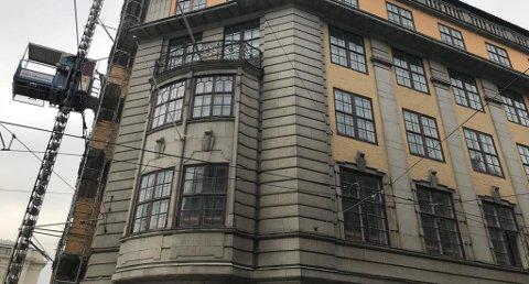 BYGGES OM: I dette kontorbygget på Jernbanetorget 2 holdt Den norske Amerikalinje til. Nå skal det gjøres om til hotell. FOTO: Trond Lepperød Nettavisen