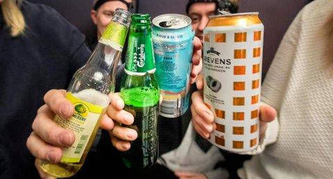 Norge er sjette billigst på alkohol, tobakk og narkotika blant 75 land ifølge Bloomberg. Tallene omfatter alkohol solgt fra pol eller i butikker. Foto: Gorm Kallestad (NTB scanpix)