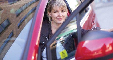 Inger Elisabeth-Sagedal i NAF frykter at nye biler kan bli 80.000 kroner dyrere på grunn av ny måte å regne ut bilene CO2-utslipp.