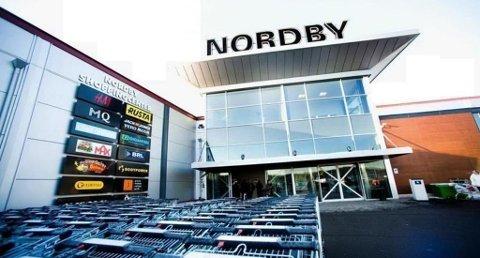 Nordmenn handlet for nær 24 milliarder i 2017. - Jeg fatter ikke at norske politikere lar dette skje, sier Virke Handel. Foto: Fredrikstad Blad