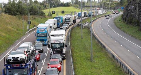 Høyesterett vurderer nå om reisetid skal regnes som arbeidstid. Foto: Erik Johansen / NTB scanpix