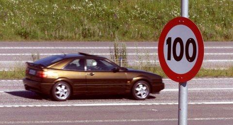 LITE Å SPARE: Øker du farten fra 100 til 110 km/t sparer du bare 33 sekunder per mil, ifølge NAF. Foto: Morten Holm / NTB Scanpix