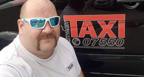 LANG TUR: Roar Jensen kjørte syv spanske turister fra Lofoten til Nordkapp. - Det er et stykke, sier han om den dyreste taxituren han noen gang har kjørt. FOTO: Vestvågøy Taxi