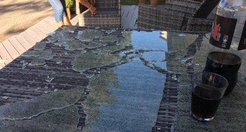 Eksploderte: Glassplaten på terassebordet tilhørende Terje Ødegård.