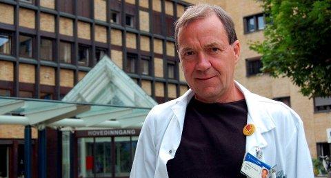 OVERRASKENDE: – Det er litt overraskende for oss at så mange har måttet holde seg hjemme en dag etter og tatt vaksinen, sier klinikksjef Per Urdahl.