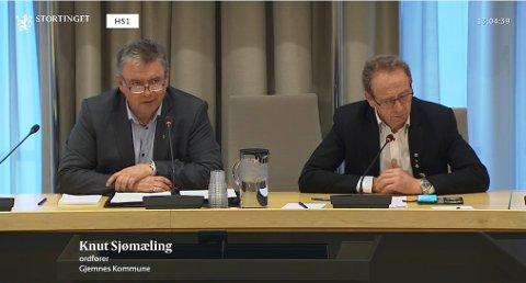Gjemnes-ordfører Knut Sjømæling (til venstre) og Lekaordfører Per-Helge Johansen i stortingshøringen tirsdag.