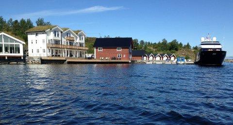 Sjøgarden i Averøy er solgt og blir nå fritidsboliger for tre familier.