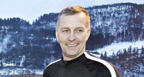 Hans Georg Snekvik er kjent for mange i breddefotballen på Nordmøre, hvor han har vært en av de fremste dommerne i flere år. Nå har han etablert et nytt foretak.